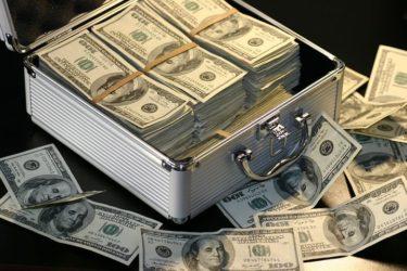 カップルでお金の話をすることはタブー?触れにくい彼とのお金の話